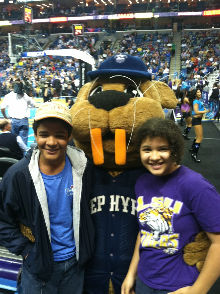 Boudreaux and Smiles at the #Hornets game.
