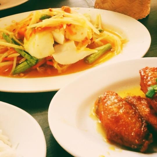 อาหารอิสาน ร้านส้มตำ โซลาว นิมมาน เชียงใหม่  ภาพจาก 4sq Pimjai S.